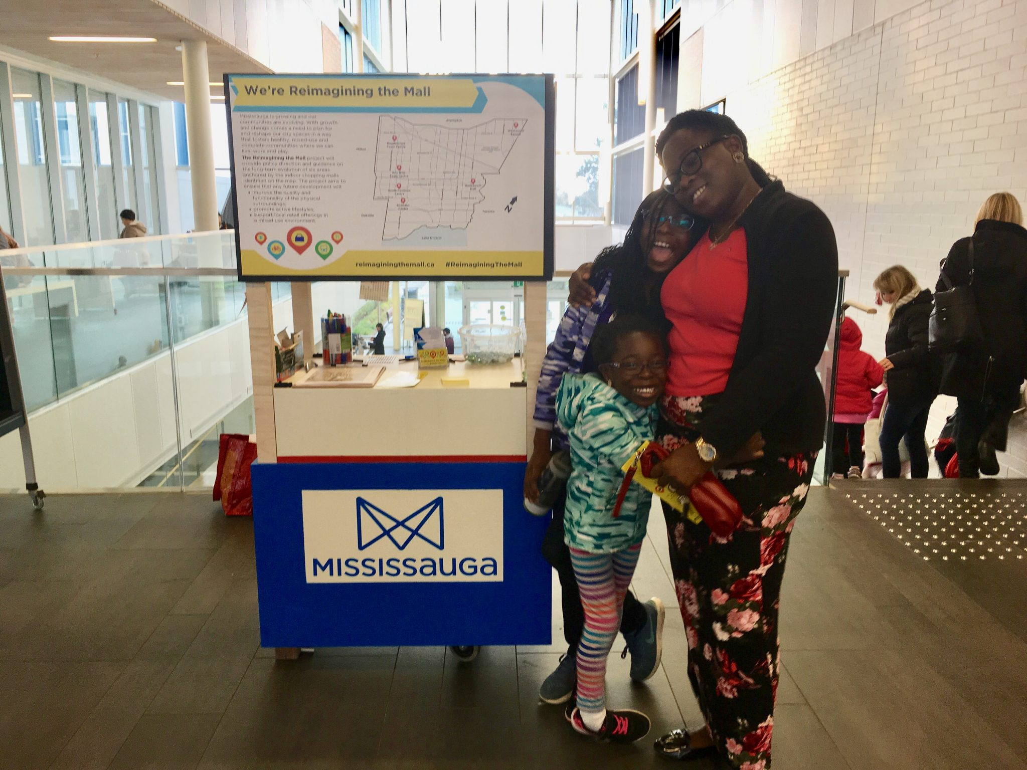 Community members adding their feedback at our pop-up kiosk at the Meadowvale Community Centre